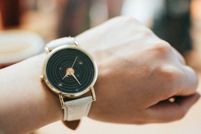 Uniwersalne zegarki - eleganckie i wielofunkcyjne