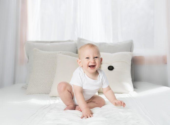 Masz małe dziecko w domu? Sprawdź jak możesz uchronić je od przeziębienia